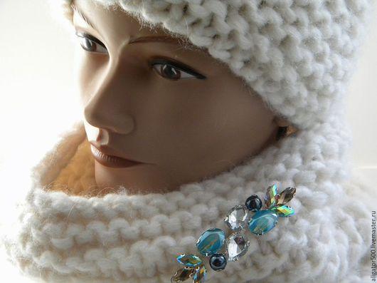 Шапки ручной работы. Ярмарка Мастеров - ручная работа. Купить Комплект  шапка и снуд вязаный из толстой пряжи с украшением. Handmade.