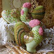 Подарки к праздникам ручной работы. Ярмарка Мастеров - ручная работа НАБОР КРАСИВЫХ ЕЛОЧНЫХ ИГРУШЕК из бархата с вышивкой. Handmade.