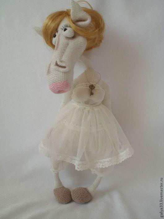 """Игрушки животные, ручной работы. Ярмарка Мастеров - ручная работа. Купить Вязаная игрушка """"Лошадь в манто"""". Handmade. Белый"""