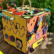 Бизиборды ручной работы. Ярмарка Мастеров - ручная работа Бизиборд кубик с игрушкой. Handmade.