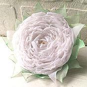 Свадебный салон ручной работы. Ярмарка Мастеров - ручная работа Белый цветок из ткани. Брошь, заколка.. Handmade.