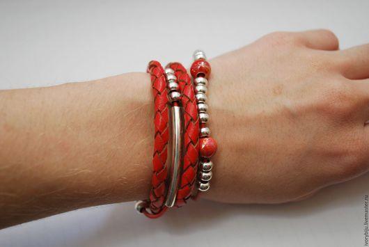 Браслеты ручной работы. Ярмарка Мастеров - ручная работа. Купить Красный кожаный браслет намотка с керамическими бусинами. Handmade. Намотка