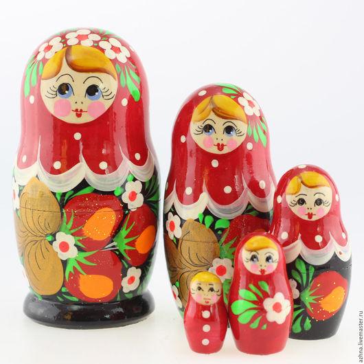 """Матрешки ручной работы. Ярмарка Мастеров - ручная работа. Купить Матрешка маленькая сувенирная 5 мест, """"Красный верх и ягоды"""", 10.5 см. Handmade."""