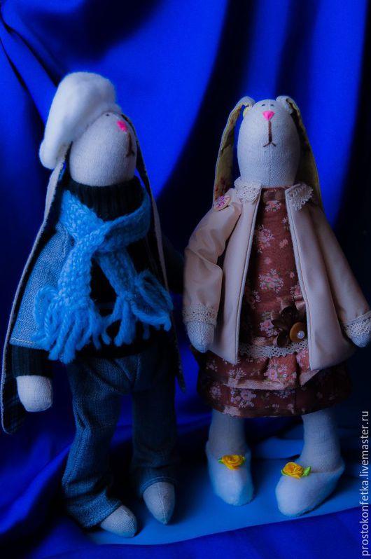 Замечательная парочка зайцев, Жиган и Софочка, очень милые, добродушные, но сразу ясно, свою Софочку этот очаровательный разбойник в обиду не даст.