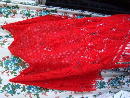 """Шали, палантины ручной работы. Ярмарка Мастеров - ручная работа. Купить Красная шаль с узором """"ананасы"""". Handmade. Ярко-красный"""