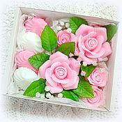 Косметика ручной работы. Ярмарка Мастеров - ручная работа Розы и зефир композиция из мыла в коробке. Handmade.