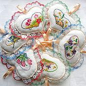 Подарки к праздникам ручной работы. Ярмарка Мастеров - ручная работа Валентинки с вышитыми цветочными сердечками, подарок на 14 февраля. Handmade.