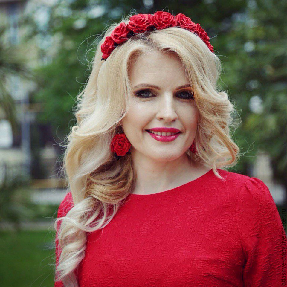 Larissa Lolaeva Vice miss crystal Crown in my kit, made especially for her.
