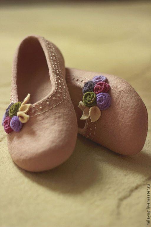 """Обувь ручной работы. Ярмарка Мастеров - ручная работа. Купить """"Версаль"""" валяные тапочки-балетки.. Handmade. Кремовый, цветы"""
