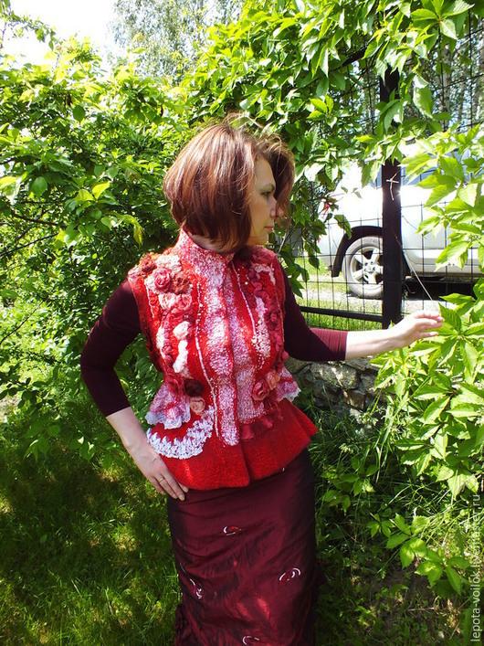 """Жилеты ручной работы. Ярмарка Мастеров - ручная работа. Купить Жилет"""" Зимние розы"""". Handmade. Ярко-красный, нуновойлочный жилет"""