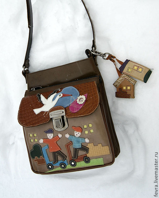 Bag with three otdelenyy in which you can place all that is needed.