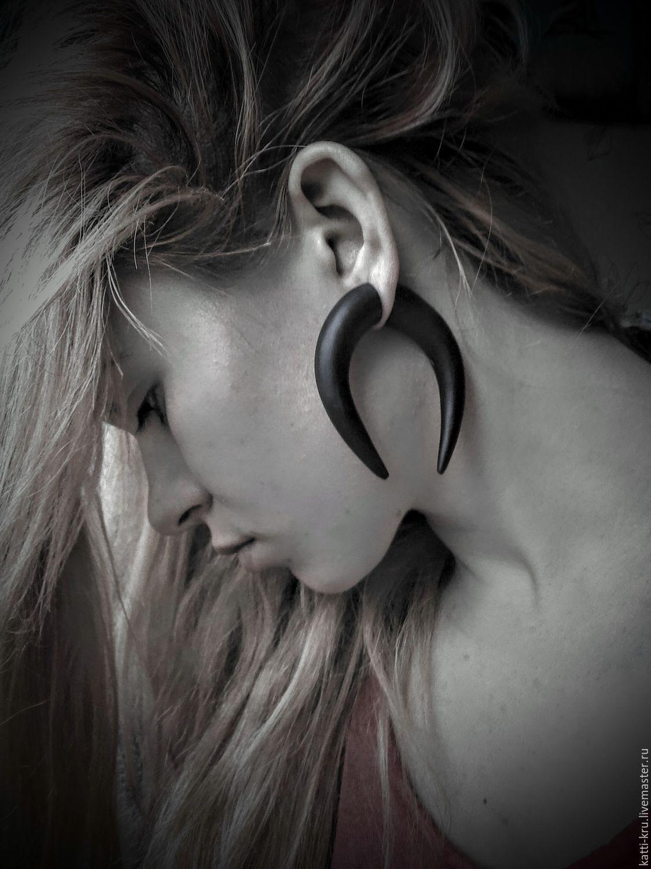 обманки-растяжки подчеркнут образ Серьги выполнены как обычные серьги-гвоздики, выглядят как настоящие спирали, или растяжки, но для этого не нужно травмировать и растягивать уши