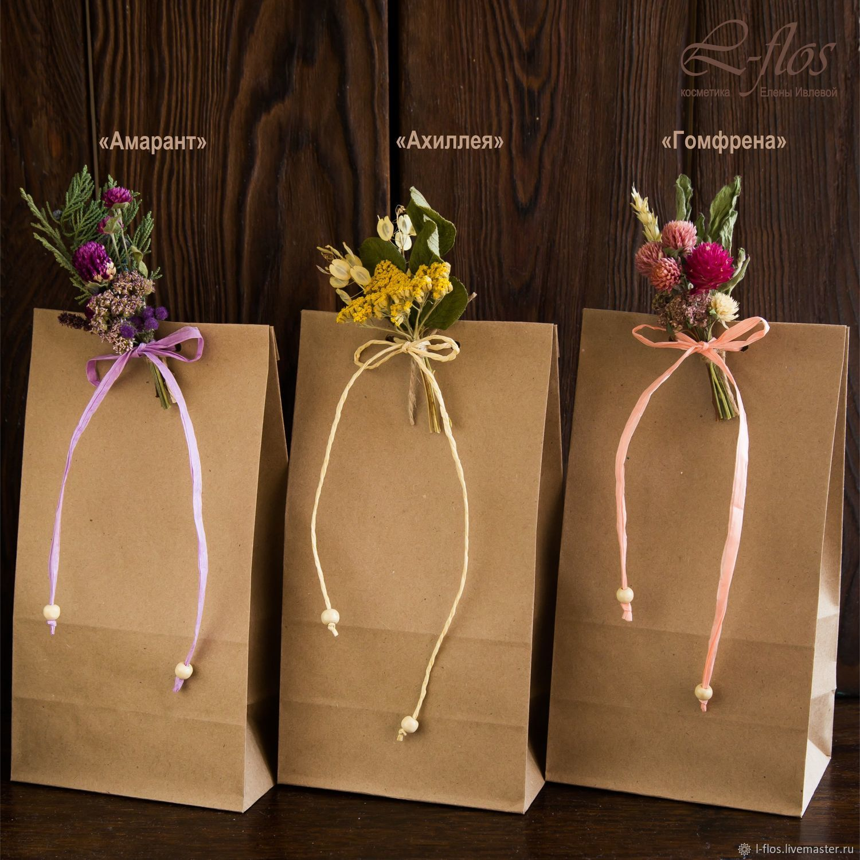 Упаковка с бутоньеркой из сухоцветов