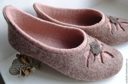 """Обувь ручной работы. Ярмарка Мастеров - ручная работа. Купить Валяные тапочки """"Кофейная роза"""". Handmade. Бежевый, обувь для дома"""
