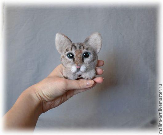 Броши ручной работы. Ярмарка Мастеров - ручная работа. Купить Брошка-кошка (из войлока). Handmade. Серый, котейка