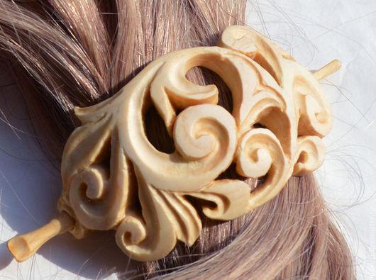 """Заколка """"Барокко"""" деревянная из липы, ручной работы, покрытая льняным маслом и карнаубским воском,\r\nШир. 8 см, выс 4,5 см."""