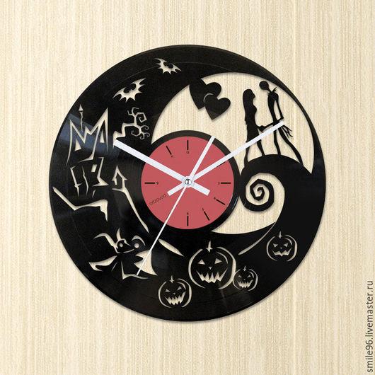 """Часы для дома ручной работы. Ярмарка Мастеров - ручная работа. Купить Часы из пластинки """"Похищенное рождество"""". Handmade. Похищенное рождество"""