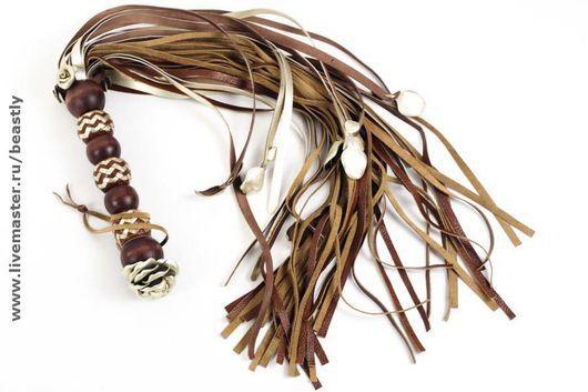 Номер 10676. Изделия из кожи, кожаные изделия, кнуты, плетка, шлепалка, стек, плетение, ударные девайсы.