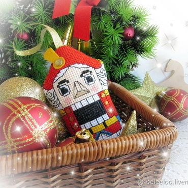 Подарки к праздникам ручной работы. Ярмарка Мастеров - ручная работа Щелкунчик, подвесная игрушка. Handmade.