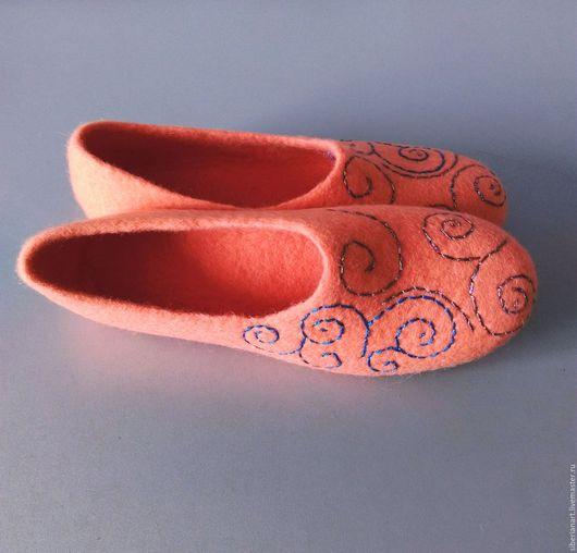 """Обувь ручной работы. Ярмарка Мастеров - ручная работа. Купить Тапочки валяные""""Розовый коралл"""". Handmade. Коралловый, тапочки из войлока"""