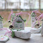 Куклы и игрушки ручной работы. Ярмарка Мастеров - ручная работа Домики-подвески с бубенчиками. Handmade.