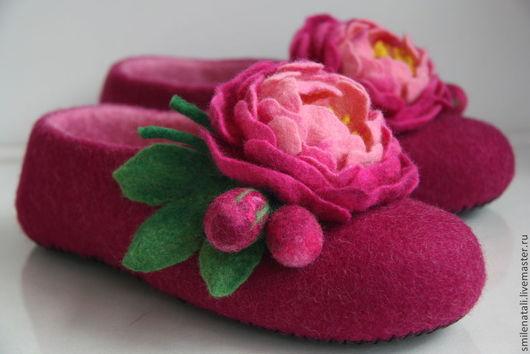"""Обувь ручной работы. Ярмарка Мастеров - ручная работа. Купить Тапочки """"Пионы"""". Handmade. Домашние тапочки, оригинальный подарок"""