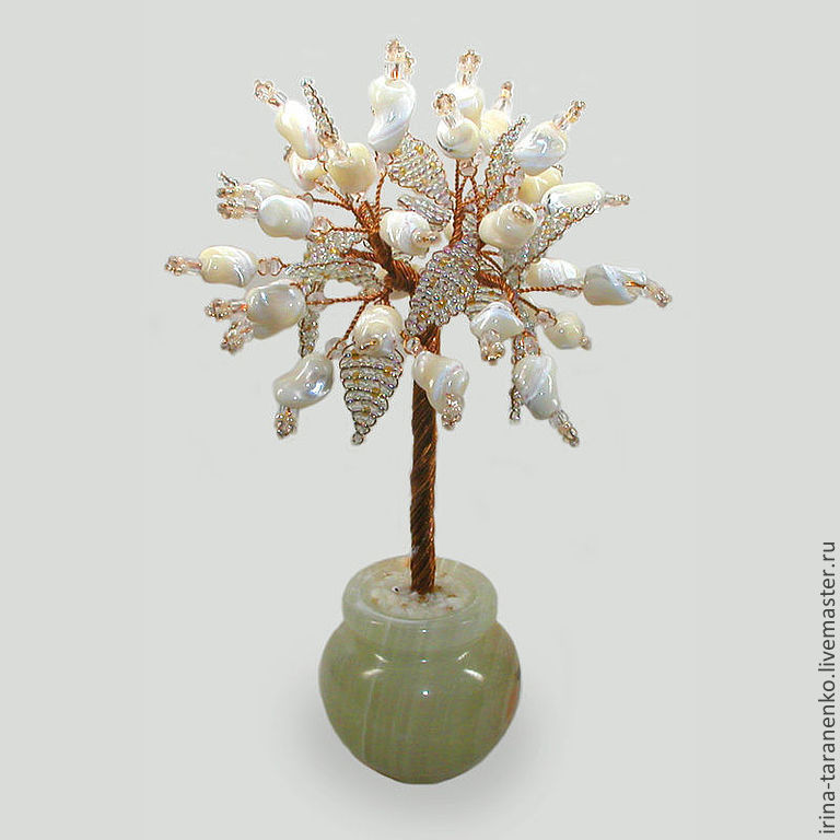 Love the tree of pearl in the vase of onyx