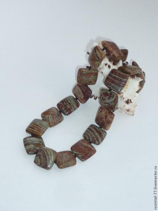 Яшма натуральная,цвет коричнево-оливковый,рисунок очень красивый. Бусина квадратная плоская,гладкая 18,5-19х6 мм.