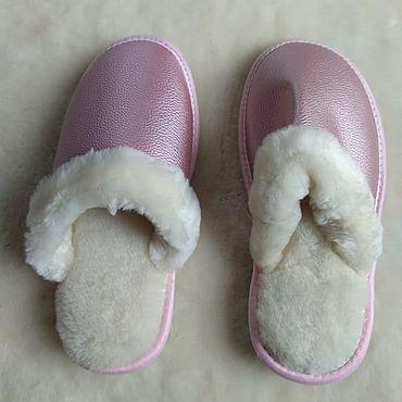 Обувь ручной работы. Ярмарка Мастеров - ручная работа Кожаные тапочки из мутона розовый перламутр. Handmade.