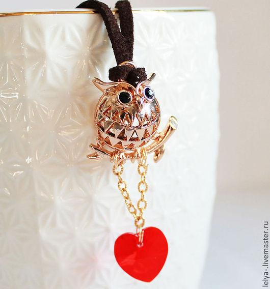 Кулоны, подвески ручной работы. Ярмарка Мастеров - ручная работа. Купить Позолоченный кулон Сова с сердцем. Handmade. Золотой
