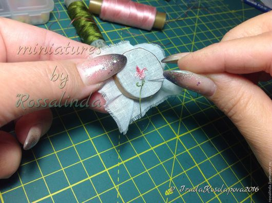 Миниатюра ручной работы. Ярмарка Мастеров - ручная работа. Купить Миниатюрные пяльца с вышивкой , масштаб 1/12. Handmade. Комбинированный, батист