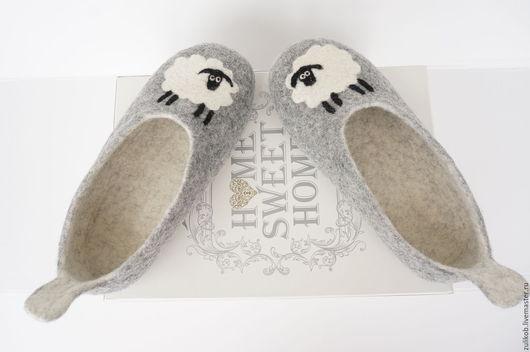 """Обувь ручной работы. Ярмарка Мастеров - ручная работа. Купить валяные тапочки """"Овечки""""  38разм. Handmade. Тапочки из шерсти"""