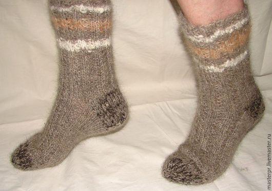 Носки  пуховые  арт. №44 из собачьей шерсти . Ручное прядение .Ручное вязание. Носки связаны из настоящей «живой нитки» . ЦЕНА  : 2800рублей Размер ноги – 41-44.