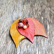 Украшения ручной работы. Ярмарка Мастеров - ручная работа брошь из кожи осенние листья с бусинами. Handmade.