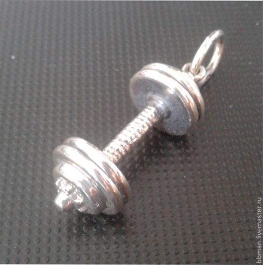 Кулон `Гантель` это миниатюрная гантеля у Вас на шее, символ силы и здоровья.