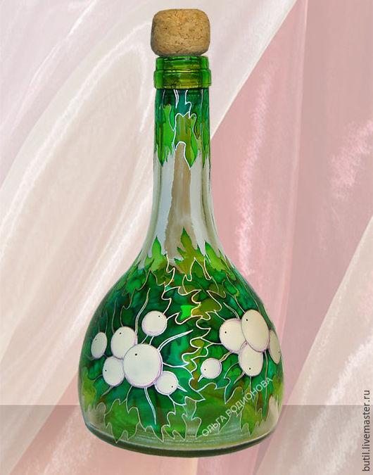 Так выглядит роспись бутылки Полярное лето. Нарисован на бутылке Снежноягодник - такая белоснежная ягода, растущая и в наших широтах.
