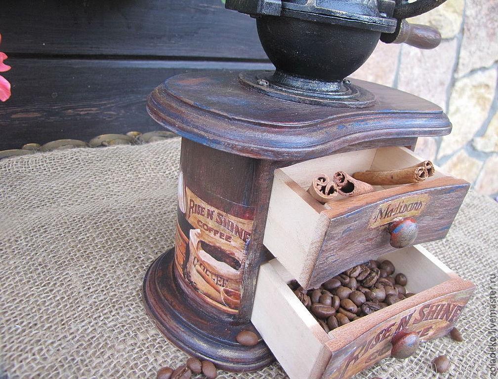 «Старинная испанская чугунная кофемолка фирмы ELMA» на ...