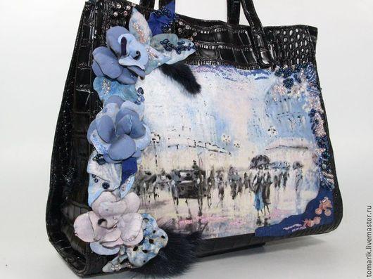 черная кожаная сумка с декором в холодных тонах