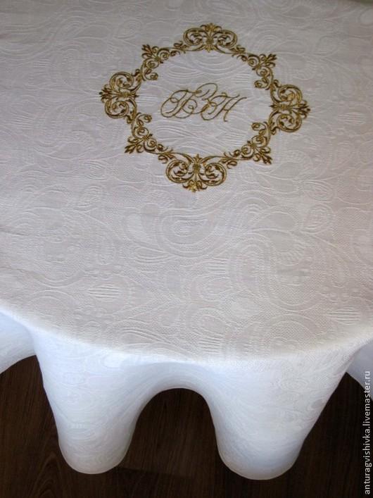 Вышитая скатерть СВАДЕБНЫЙ ВЕНЗЕЛЬ - прекрасный подарок на свадьбу, на юбилей свадьбы.