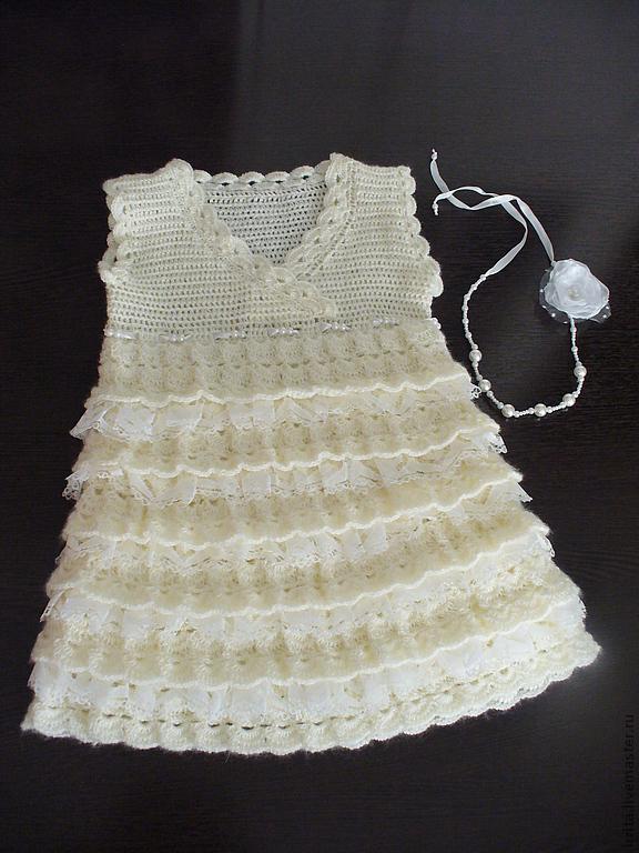 Платье крючком с ярусами для девочки