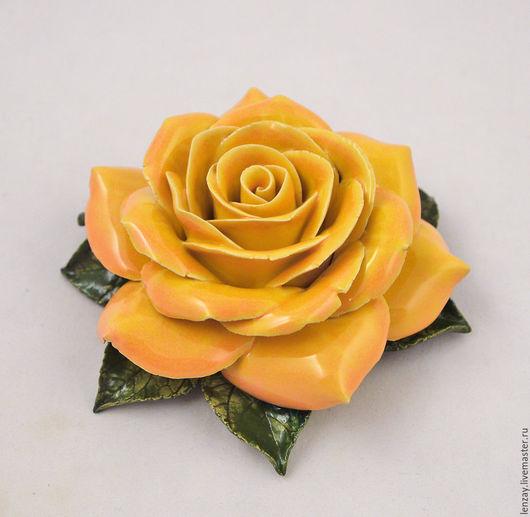 Желто-персиковая роза для интерьера. Керамические цветы Елены Зайченко