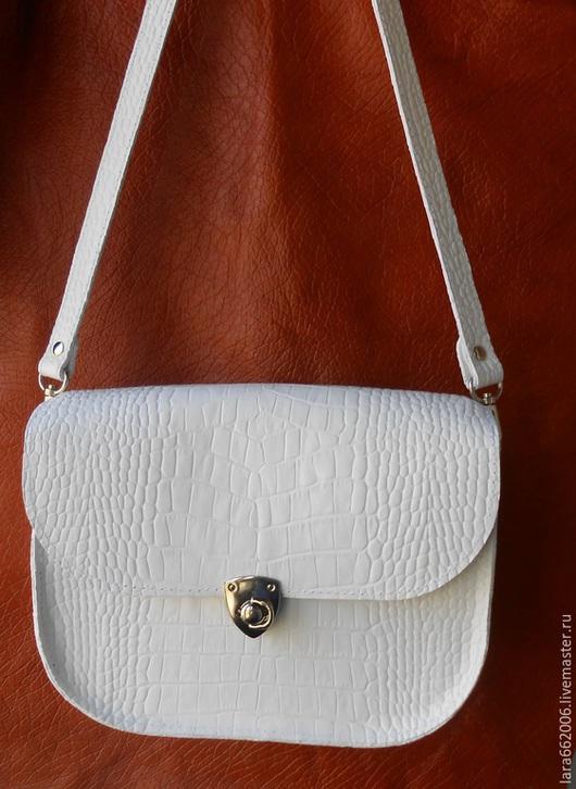 Белая  сумочка   `Стильная`   из натуральной кожи , однотонная, маленькая сумка, сумка для прогулок, сумка через плечо, сумка ручной работы, сумка на лето, купить  сумку, белая сумка, подарок