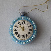 Подарки к праздникам ручной работы. Ярмарка Мастеров - ручная работа Ёлочная игрушка Часы. Handmade.