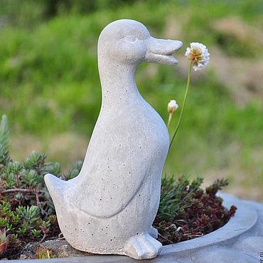 Для дома и интерьера ручной работы. Ярмарка Мастеров - ручная работа Статуэтка Утка из бетона для декора сада в стиле Прованс, Шебби. Handmade.