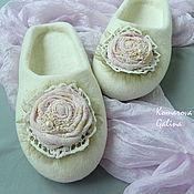 """Обувь ручной работы. Ярмарка Мастеров - ручная работа женские валяные тапочки """"Романс"""". Handmade."""