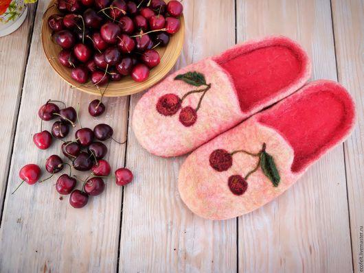 Обувь ручной работы. Ярмарка Мастеров - ручная работа. Купить Тапочки - Спелая вишня. Handmade. Комбинированный, тапочки из шерсти, подарок