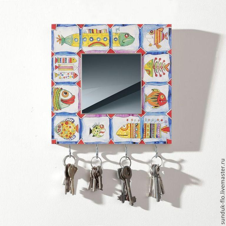 Настенная ключница с зеркалом