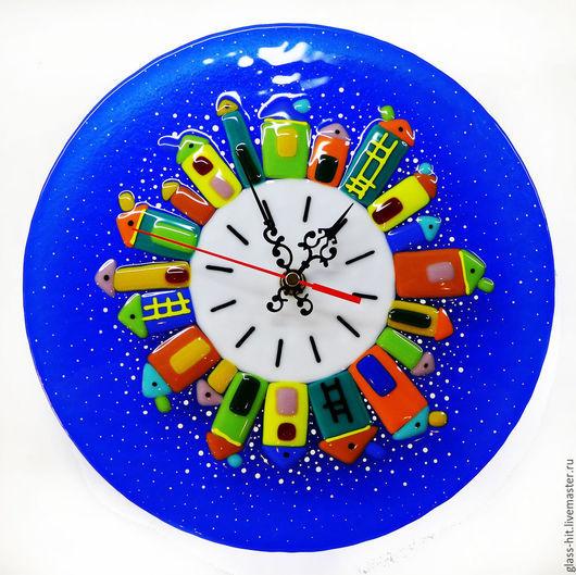 Часы ` Городок` . Стекло. Фьюзинг.