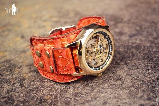 Стильные наручные часы Red Dragon на широком фактурном браслете из натуральной кожи - это необычный и вызывающий подарок женщине на любой случай