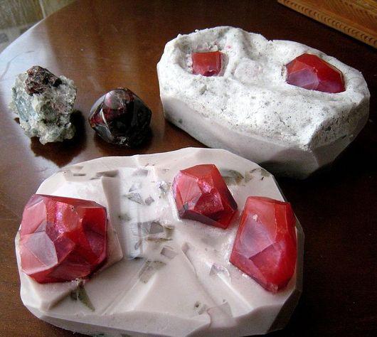 """Мыло ручной работы. Ярмарка Мастеров - ручная работа. Купить камень """"Гранат""""(сувенирное мыло). Handmade. Ярко-красный, оригинальный подарок"""